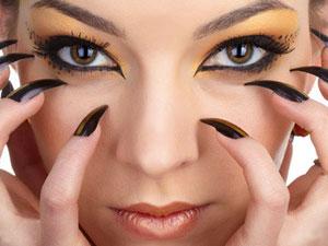 Женственный образ при помощи макияжа кошачьи глаза